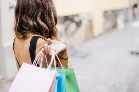 woman-shopping